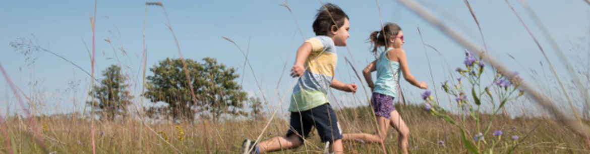 Children racing in the tall grass prairie (Photo by T. Fricke)