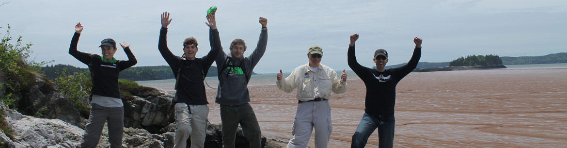 Conservation Volunteers at the Five Fathom Hole Trail in New Brunswick (Photo by NCC)