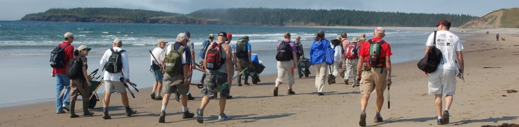Conservation Volunteers group on Hirtles Beach, NS (Photo by NCC)