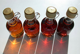 Different grades of maple syrup (Photo by Dvortygirl, CC BY-SA 3.0)
