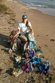 Discarded balloons littered along the shores of Pelee Island (Photo by NCC)