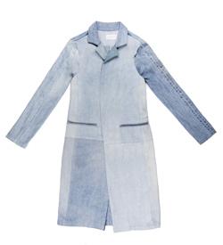 Long blue denim jacket (Photo by Triarchy)