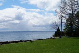 Lake Ontario, view from Oakville (Photo by NCC)