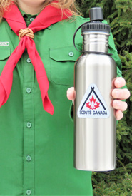Stainless steel water bottles are environmentally friendly alternatives to single-use water bottles (Photo by Scouts Canada)