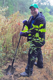 Conservation Volunteer Serguei plants a tree (Photo by Mimi Chan)