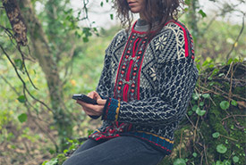 Engaging with nature doesn't mean you have to put down your phone (Photo by ©ysbrandcosijnfotografie via Canva)