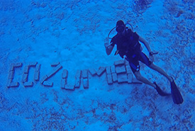 Diving next to the Cozumel sign (Photo by Stephen Mancuso)