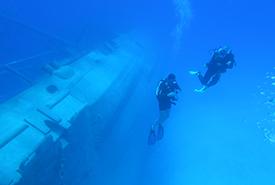 Diving next to the USS Kittiwake (Photo by Rick Lambert)