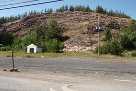 Revegetation has been successful in the city of Sudbury, but 15 kilometres away, there are still obvious signs of damage from the acidity and heavy metals emitted over decades by the smelting of ore. (Photo by Robert Alvo)