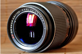 Carl Zeiss sonnar lens (Photo by Mohylek, Wikimedia Commons)