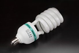 Save on electricity by installing energy-saving light bulbs at home (Public Domain, CC0)