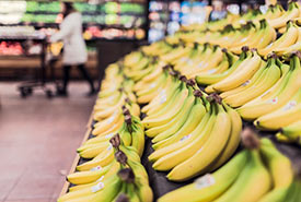 Much of the food from a supermarket travels long distances before reaching the shelves (Photo by Gratisography, CC0)