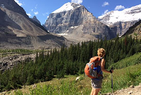 Hiking in the Canadian Rockies (Photo courtesy of Gayle Roodman/NCC)