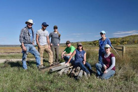 Volunteers pulling together for conservation work. (Photo by Gail F. Chin)