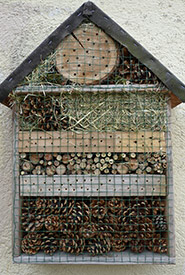 A completed insect hotel (Photo by Baba Mu CC0)