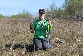 Tree planting at Meeting Lake 03 property in Saskatchewan (Photo by NCC)