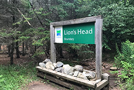 Lion's Head Provincial Park Reserve trail sign (Photo by Hai Lin Wang/NCC staff)