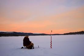 Ice fishing (CC0 1.0)