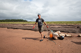 Shoreline cleanup in PEI (Photo by Stephen DesRoches)
