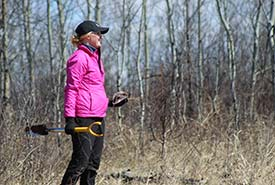 Volunteer at NCC's annual tree planting event at Meeting Lake, SK (Photo by NCC)
