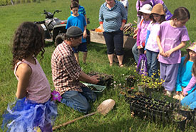 Volunteers planting wildflowers at the Flower Power CV event in BC (Photo by NCC)