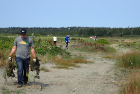 Garbage clean up in Brier Island, NS (Photo by NCC)