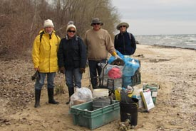 2015 Middle Point Woods cleanup (Photo by NCC)