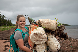 Volunteer program assistant at shoreline clean up (Photo by Stephen DesRoches)