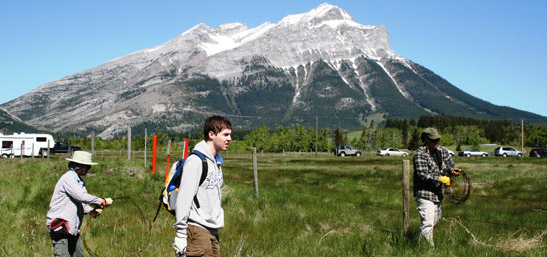 Conservation Volunteers, Crowsnest Pass, Alberta (Photo by NCC)