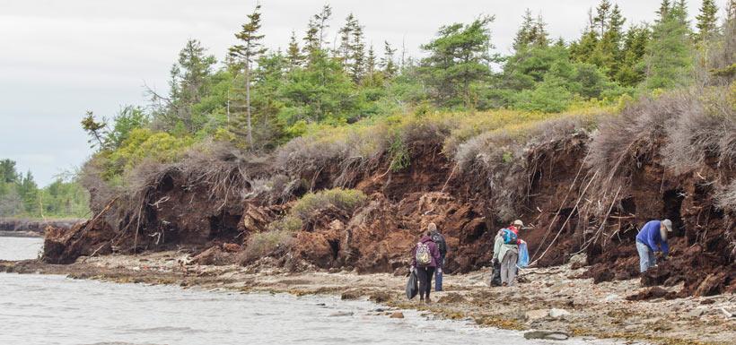 CVs keep shorelines clean at the Escuminac Bioblitz, NB. '14 (Photo by NCC)