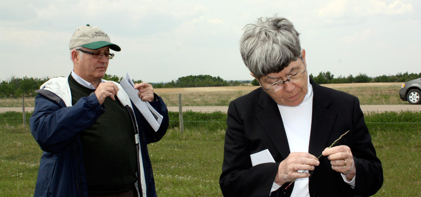 Leaders Bob Eisner and Ann Phillips on a tour of a prairie research property. (Photo by NCC)