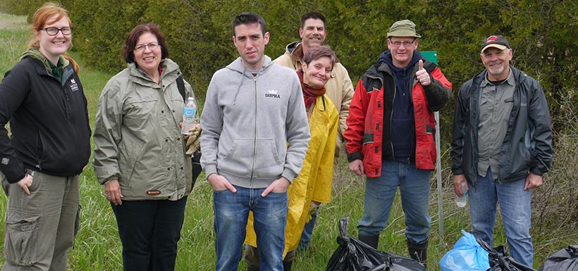 Backus Woods roadside cleanup, ON (Photo by NCC)