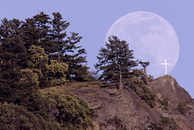 Tzouhalem moonrise, Chase Woods, British Columbia (Photo by Mike Szaszik)