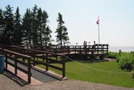 Promenade en bois au Centre d'interprétation de la réserve d'oiseaux de rivage de Johnson's Mills, N,-B, (Photo de CNC)