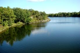 Elbow Lake, Frontenac Arch, Ontario (Photo by NCC)