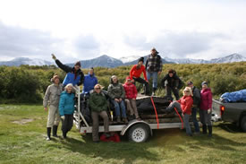 Conservation Volunteers cleaning up beaver habitat, Waterton, AB (Photo by NCC)