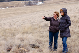 Agnes Jackson shows Linda Hannah of NCC around Napier Lake Ranch. (Photo by NCC)