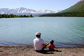 Father and child by the lake (Photo by Laubenstein Karen, U.S. Fish and Wildlife Service/Wikimedia Commons)