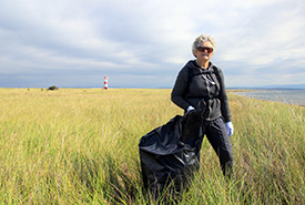 Conservation Volunteer at Sandy Point Beach Sweep (Aiden Mahoney photo)