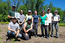 Volunteers at île Bouchard, QC (Photo by NCC)