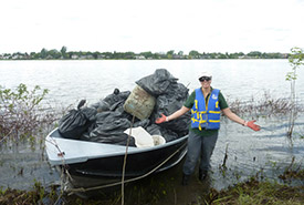 Corvée de nettoyage à l'île à l'Aigle, QC (Photo de Guy Hamelin)